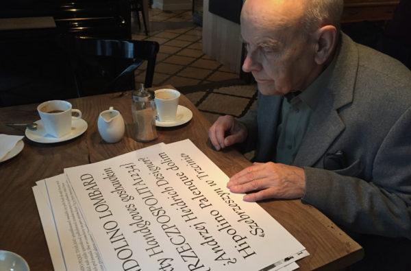 4_Pan Andrzej Heidrich ogląda efekt pracy nad odmianą pionową, fot. Mateusz Machalski